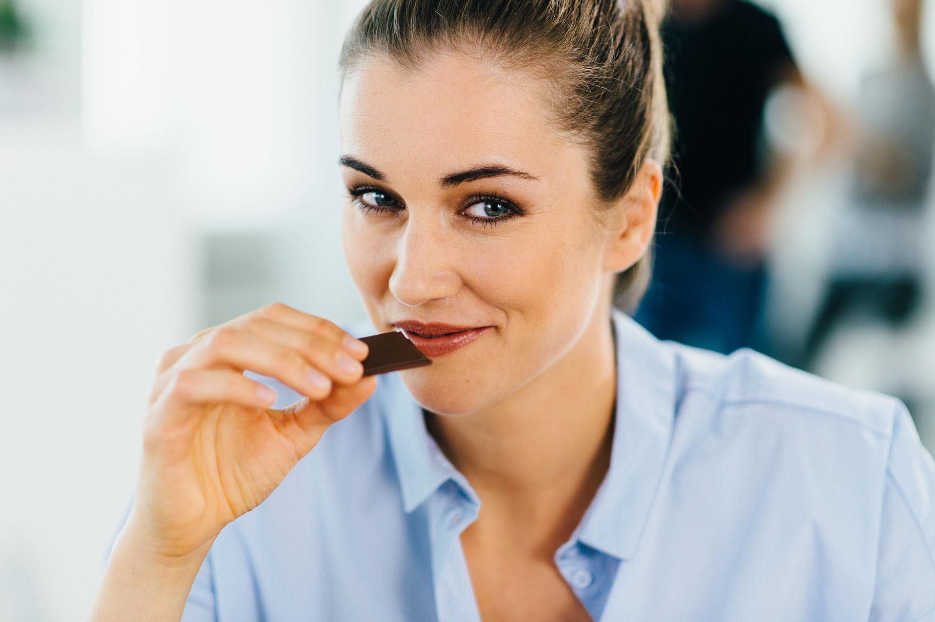 Mit der Schokoladenübung kannst du deine Sinne wunderbar trainieren und dabei entspannen.