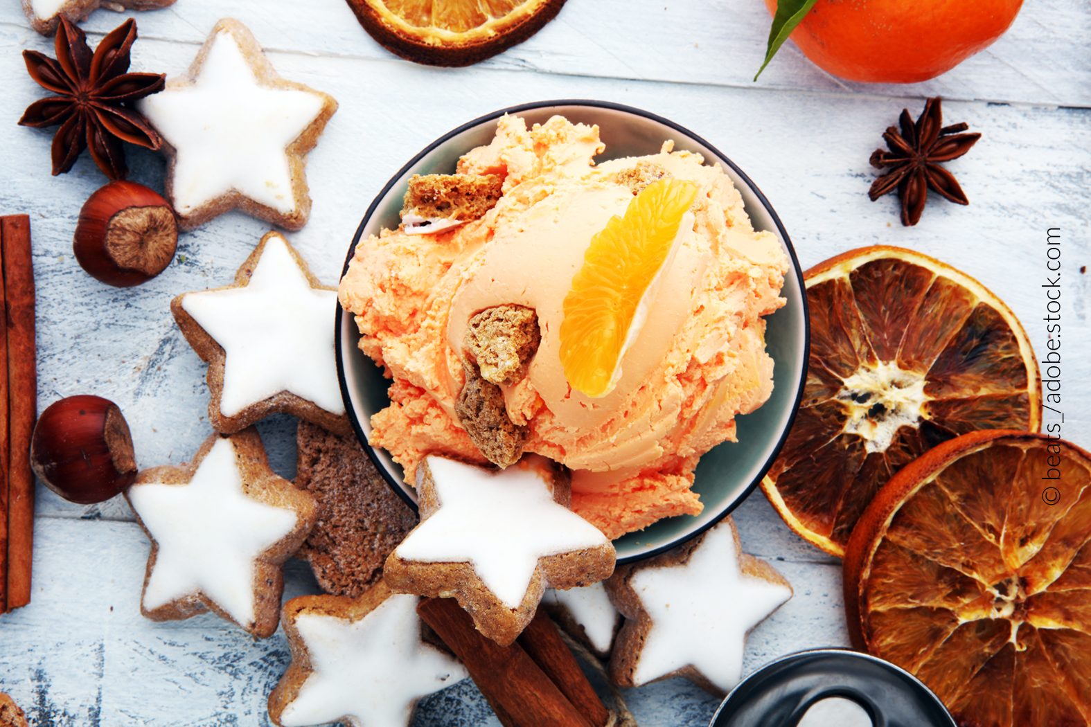Wintereis ist sehr beliebt. Dazu gehören sahnige, cremige und gehaltvollere Eissorten, vor allem spezielle Kreationen von Schokoladen-, Mandel-, Nuss- oder Nougat-Eis. Auch werden häufig typisch winterlich-weihnachtliche Zutaten wie Zimt, Nelken, Kardamom oder Krokant verwendet.
