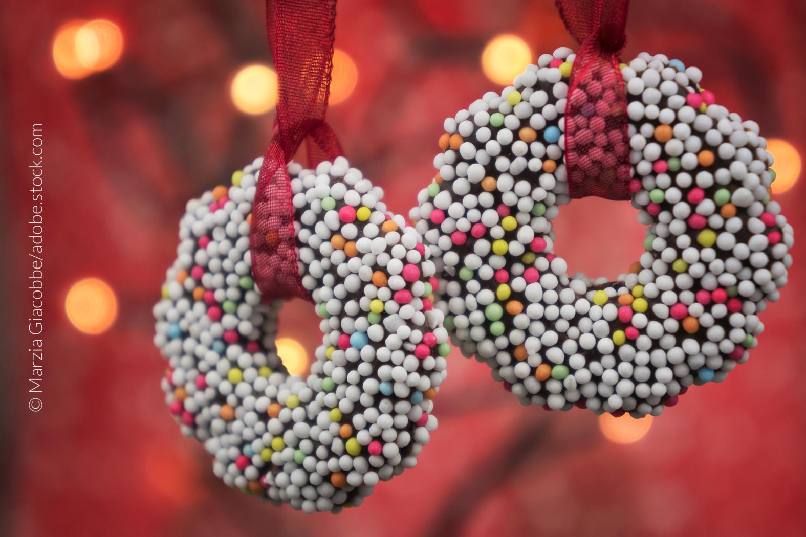Süßer Weihnachtsbaumschmuck hat eine lange Tradition in Europa und Deutschland.