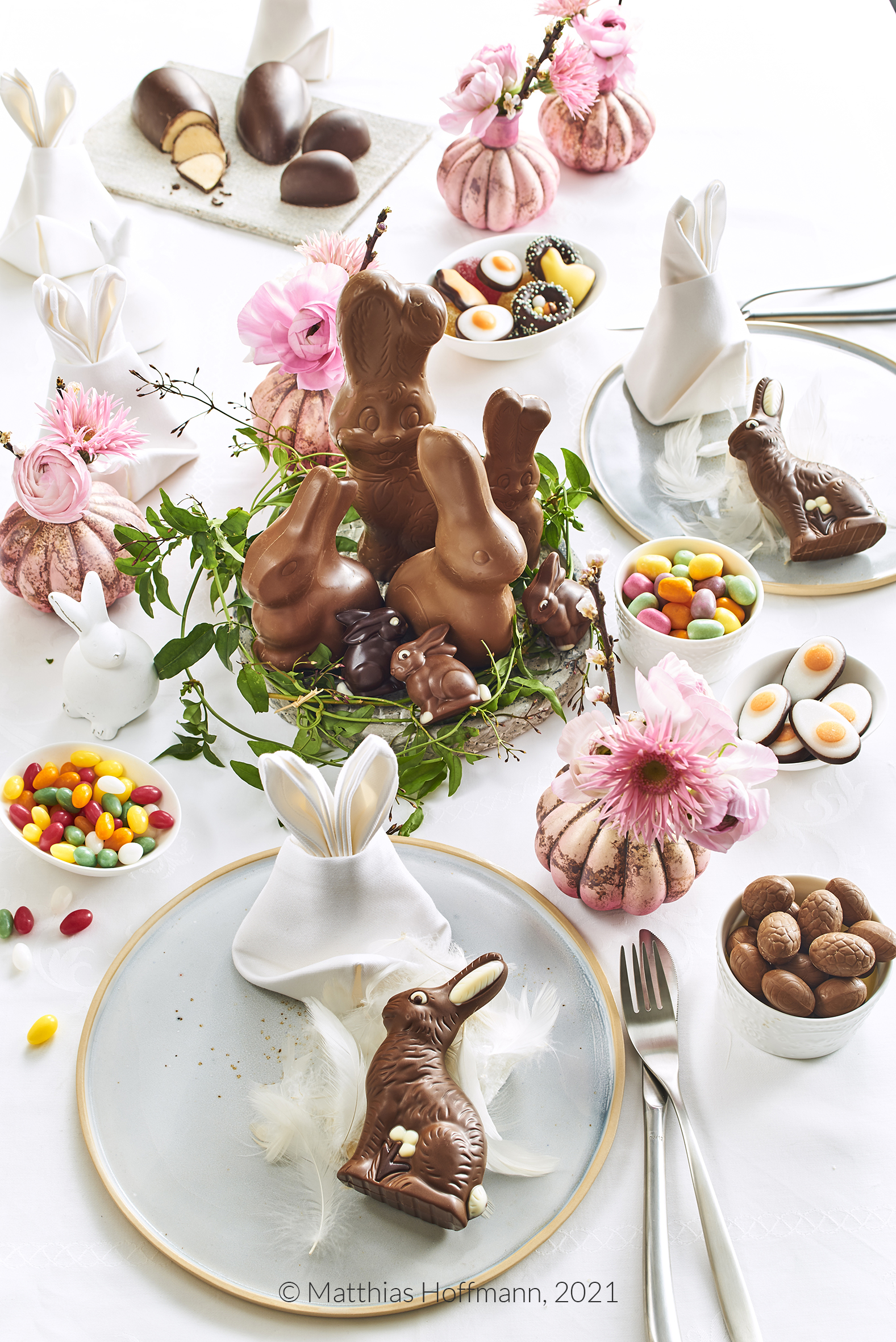Den Frühing auf den TIsch zaubern -- schon zu Ostern und mit leckeren Schoko-Osterhasen.