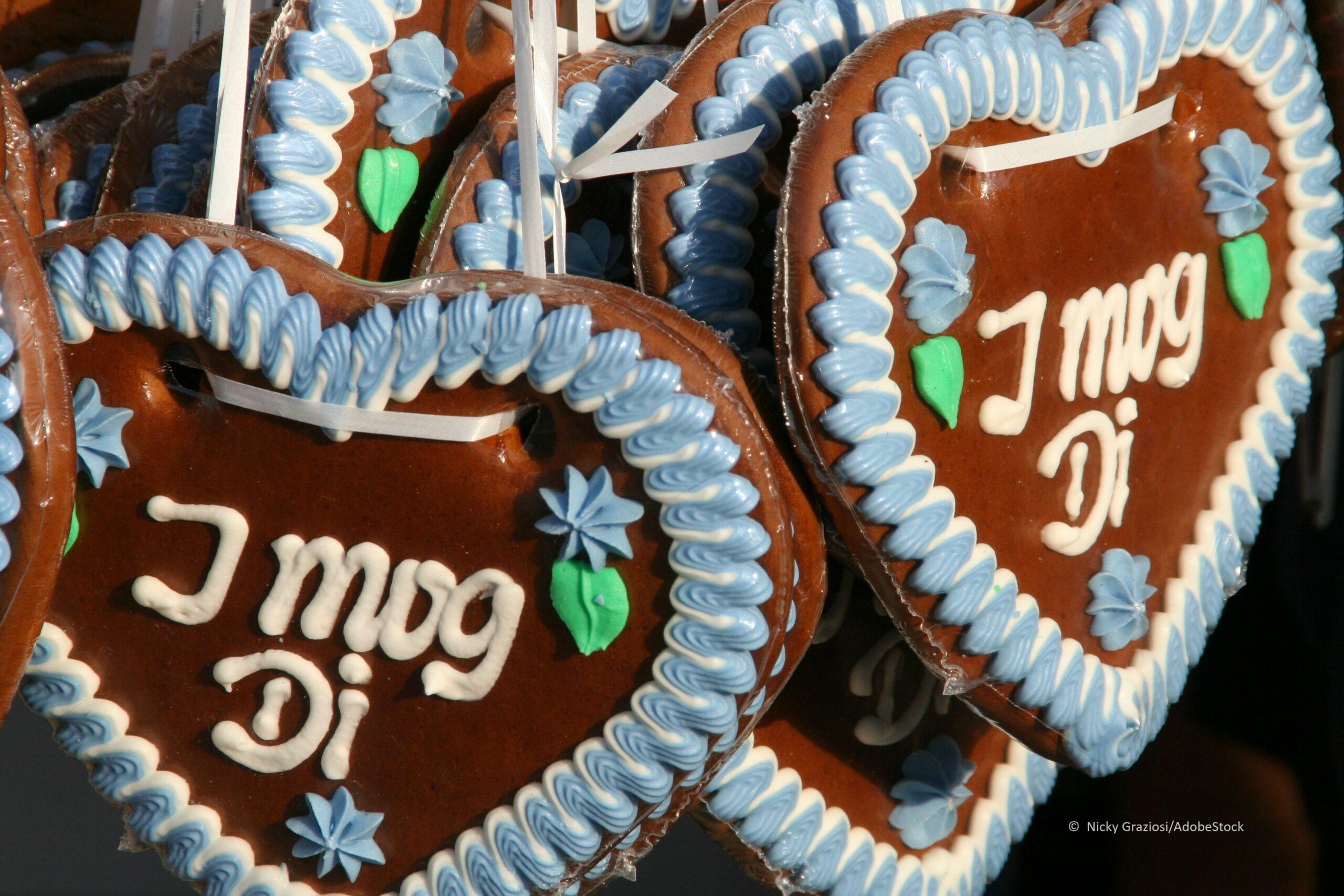 Lebkuchen-Herzen gehören traditionell zum Oktoberfest-Spaß